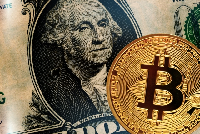 ビットコインと旧紙幣のイメージ画像