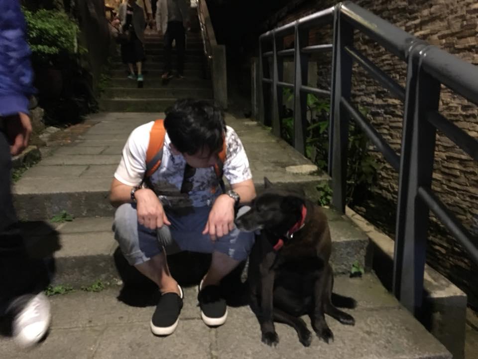 台湾の九份にて犬と記念撮影