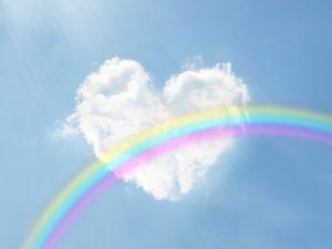 ハート型の雲と青空と虹