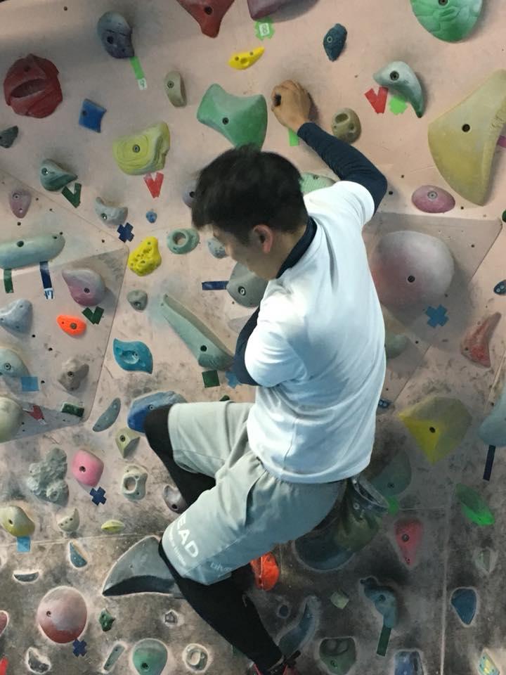 福井のボルダリングジム「ロックスケイプ」にて