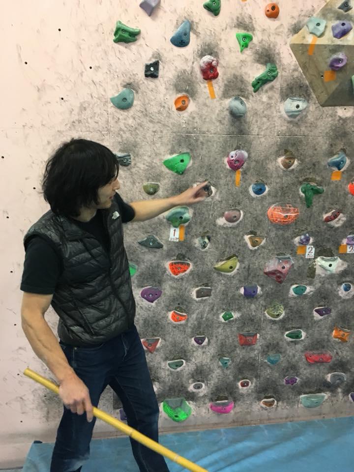 福井のボルダリングジム「ロックスケイプ」の先生からの説明