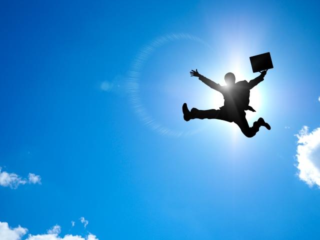 飛躍するビジネスマン