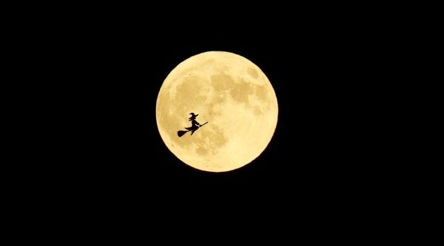 闇と満月イメージ画像